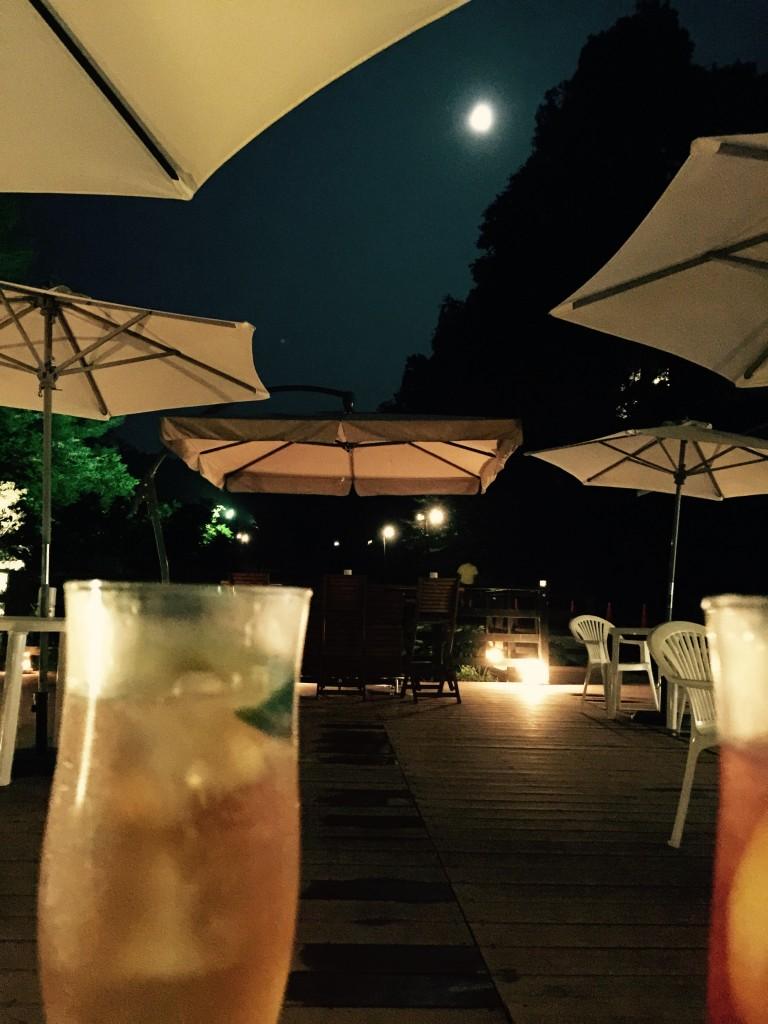 足湯から月夜を眺める
