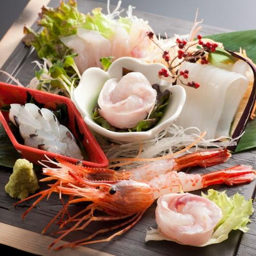 当館でご提供している『金沢朝市直送の鮮魚五種盛り』※ネタは日により異なります