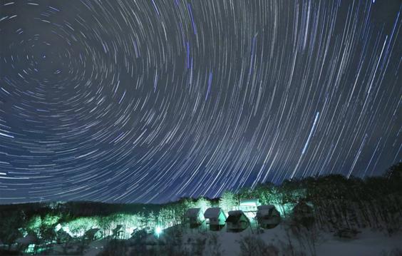 冬の景色と澄んだ夜空