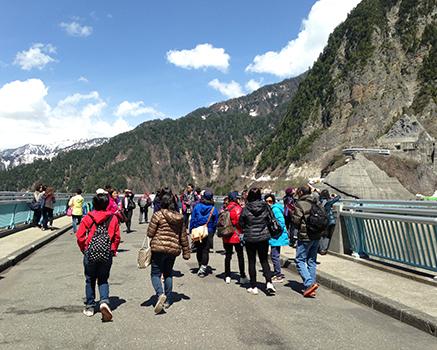海外からの観光客で賑わっています
