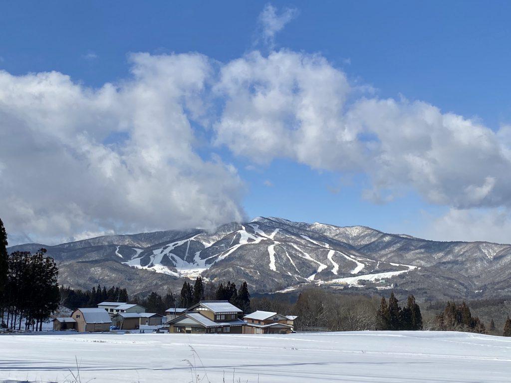 近隣スキー場の滑走状況について♪
