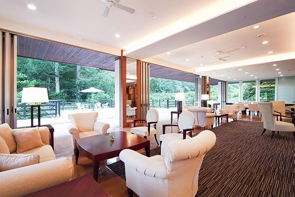 館内では、高機能換気扇を全ての集合場所に設置し、常に森の中の綺麗な空気が循環されています。