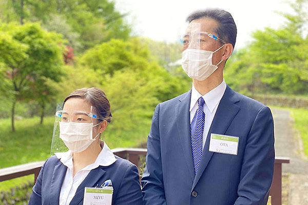 全てのスタッフの強化マスク着用を実施