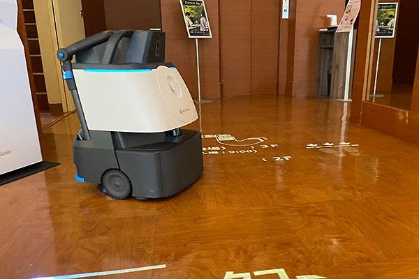 除菌清掃ロボット『Whiz』